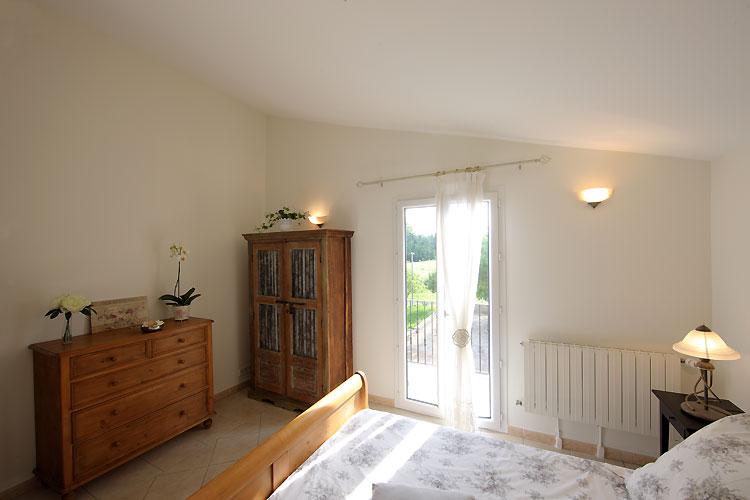 chambres louer avignon dans maison avec piscine et jardin. Black Bedroom Furniture Sets. Home Design Ideas