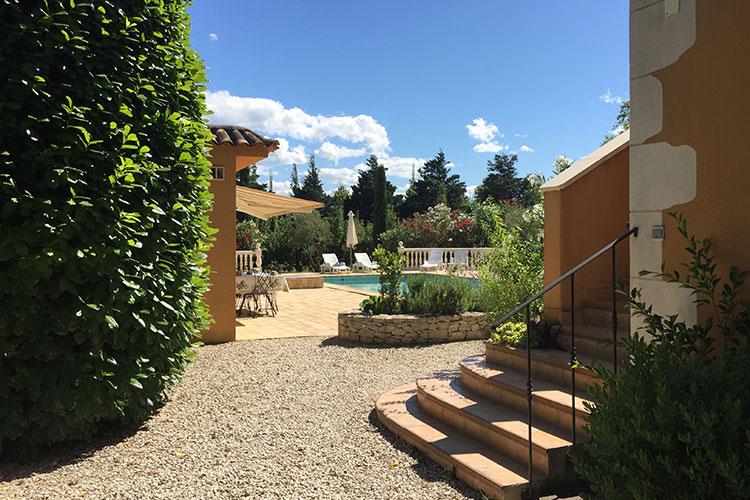 maison de vacances avec piscine avignon le de la barthelasse. Black Bedroom Furniture Sets. Home Design Ideas